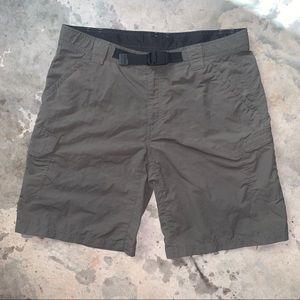 Eddie Bauer Men's Nylon belted cargo shorts. 36
